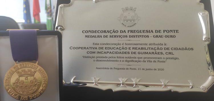 :: MEDALHA DE SERVIÇOS DISTINTOS, GRAU OURO, ATRIBUÍDA PELA FREGUESIA DE PONTE ::